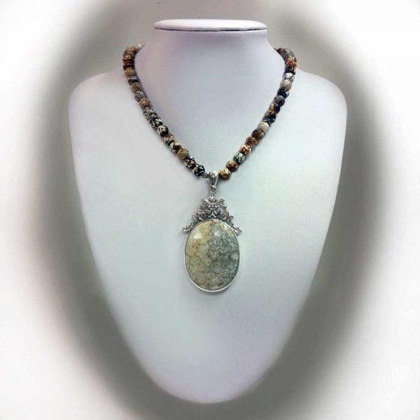 Colier cu pietre agate si pandant coral fosil