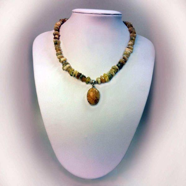 Colier cu pietre opal si pandant coral fosil