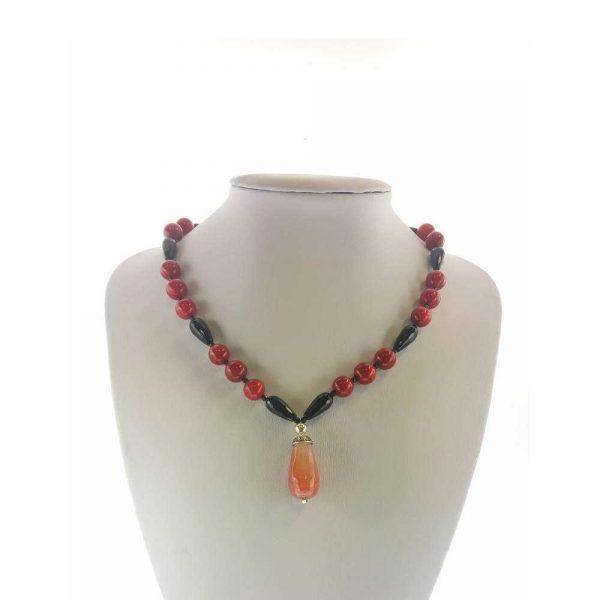 Colier cu pietre onix, agata roz lacrima si coral rosu.
