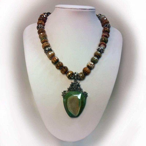 Colier cu pietre agate si pandant agata verde