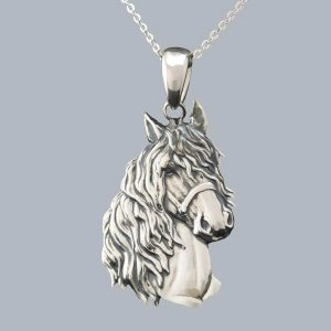Pandantiv cal mare patinat din argint 925 / P149