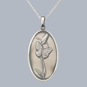 Pandantiv oval cu fluture, patinat din argint 925 / P96.3