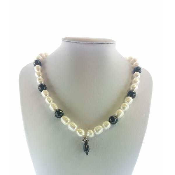 Colier cu pietre onix si perle albe
